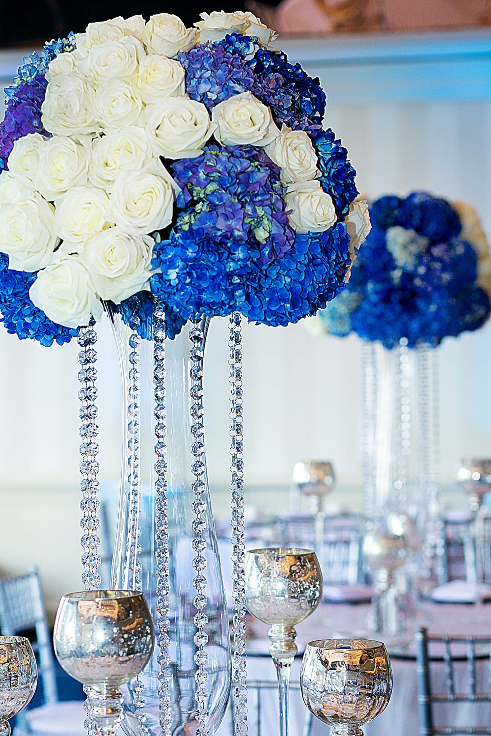 3_White and Blue Centerpiece_ArtQuest Flwoers.jpg