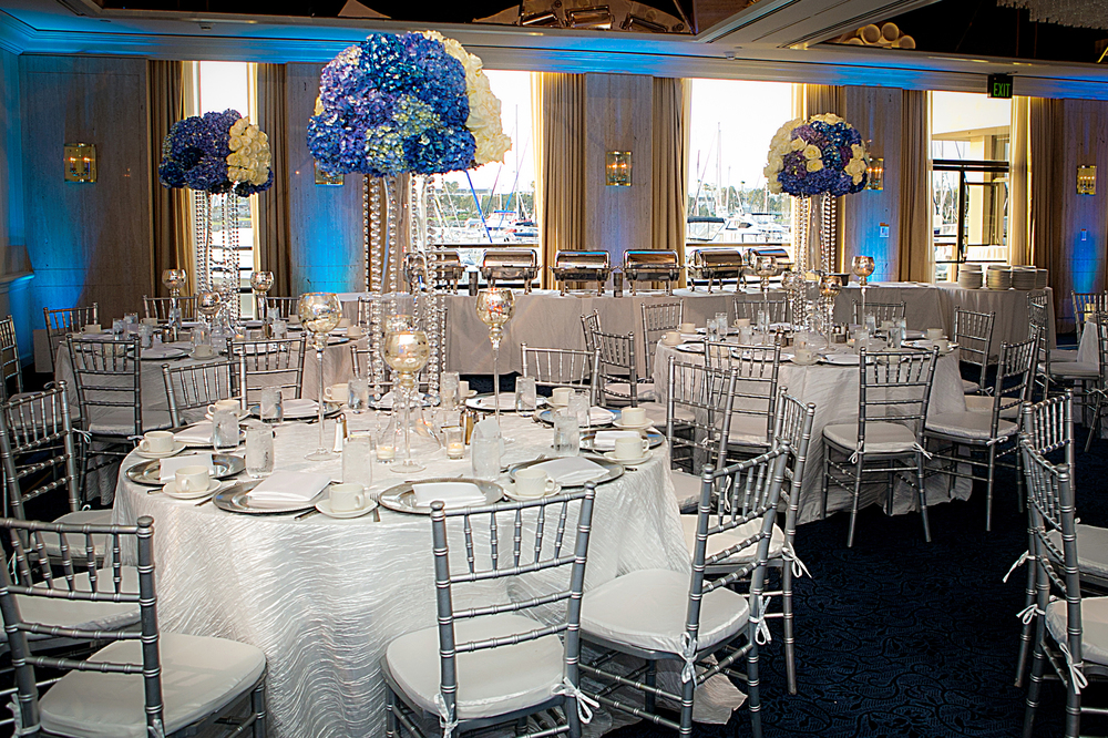 11_White and Blue Centerpiece_ArtQuest Flowers.jpg