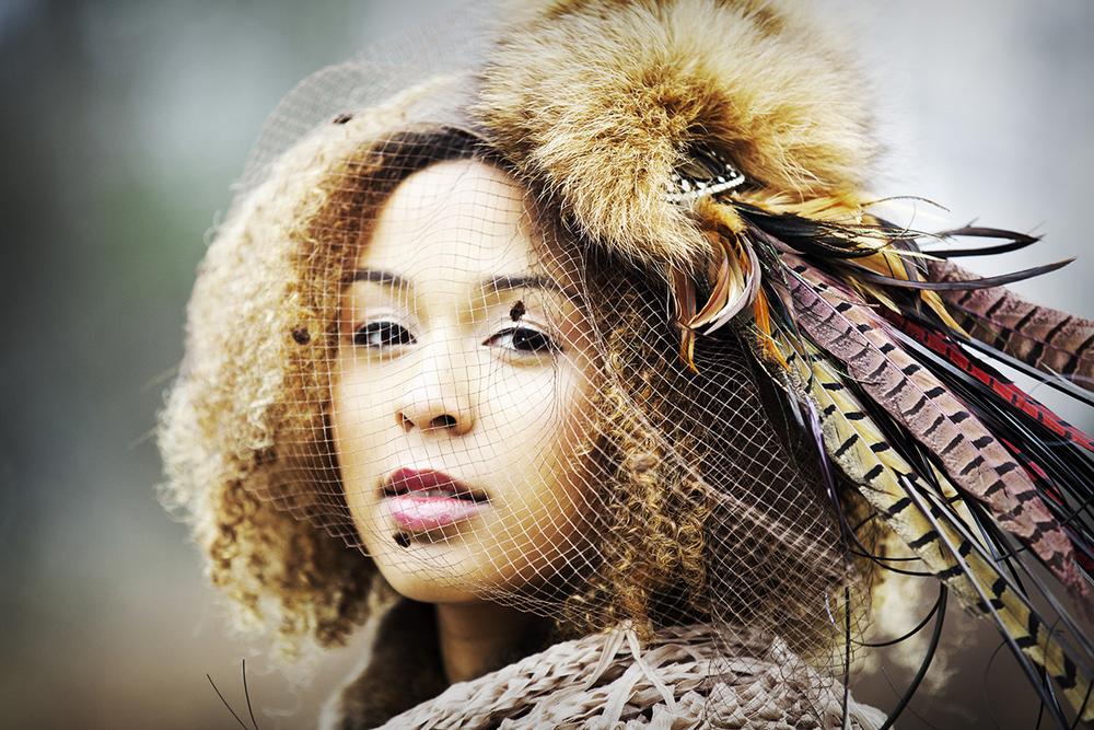 15-elizabeth-victoria-millinery-styling_dramatic-headpiece.jpg