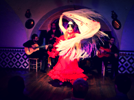 Длительность: 3 часа Стоимость: €30 Настоящий местный фламенко, и не простой, а тот, что проходит в самом злачном районе Барселоны - Равале. Полуторачасовая экскурсия по Равалю предваряет концерт.