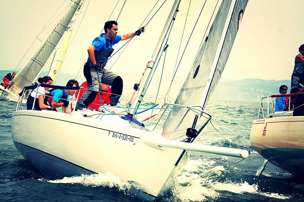 Длительность: 3 часа Стоимость: €240 за группу Выход вморе Барселоны наспортивной яхте J80. 3 часа активного отдыха иострых впечатлений! Отличный подарок себе идрузьям!