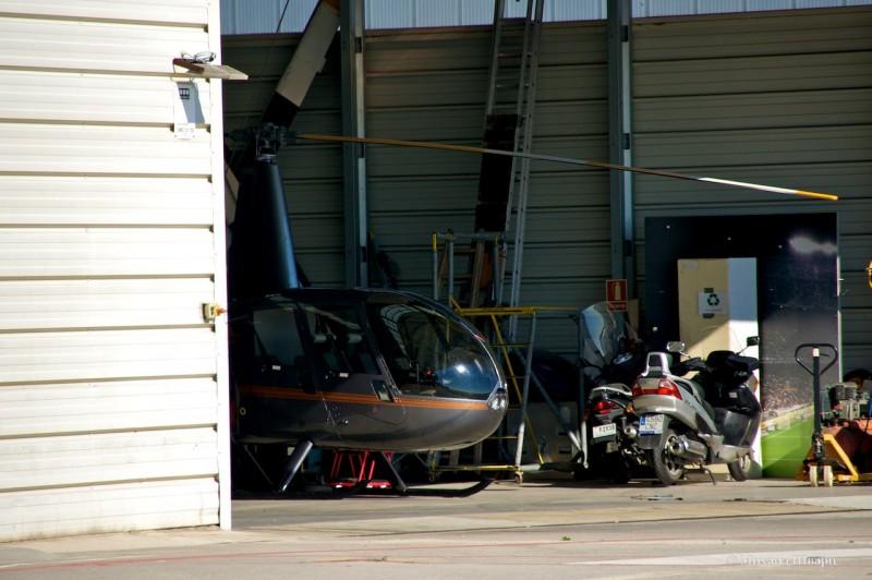 А в ангаре есть второй вертолет!