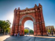 Длительность: 3 часа Стоимость: €25 Обзорная групповая экскурсия по улицам старинной Барселоны. Гуляем неспеша, узнаём много нового о городе,влюбляемся в Барселону с первого раза и навсегда!