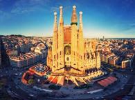 Длительность: 2 часа Стоимость: €42 Экскурсия, целиком и полностью посвящённая собору Саграда Фамилия – истории, детали архитектуры, факты и легенды.