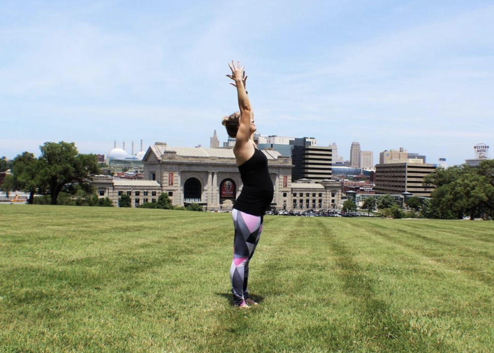 Pregnant-yoga.png