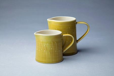 3059_2-gold-jugs.jpg