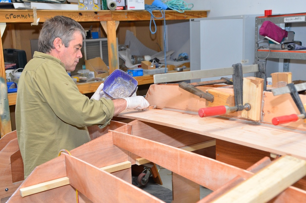 Glueing the keel in place with a small fillet on both sides, a larger fillet will be made later
