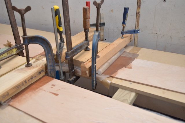 Glueing plank scarfs.