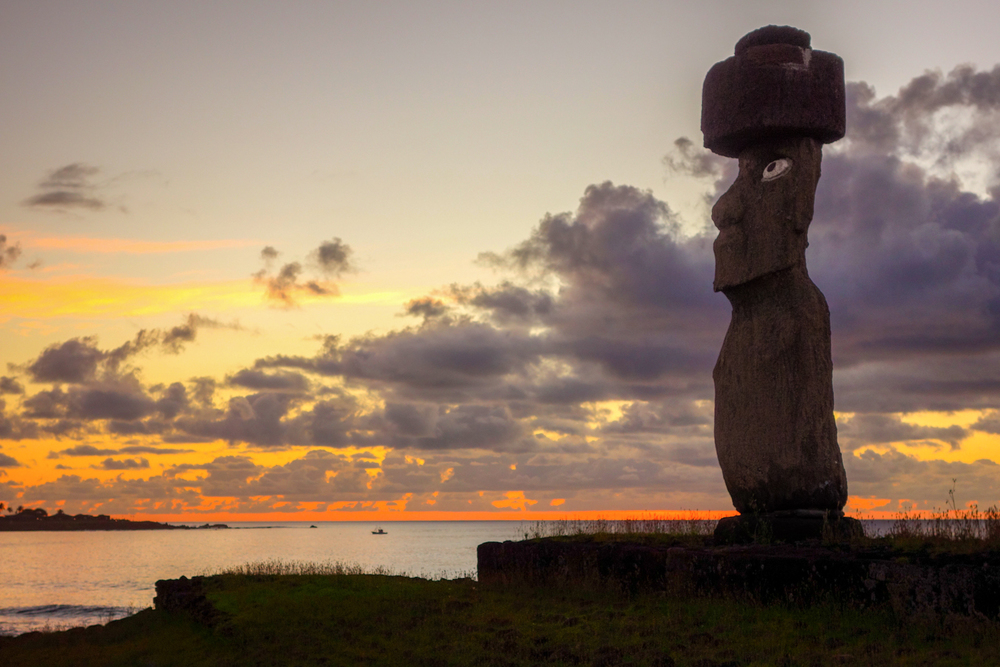 3-Moai_Sunset.jpg