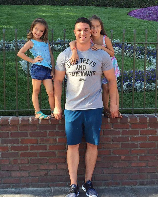 It's a Disney/Daughter Day❗️ 👧🏼👧🏻 #TeaganAndLondyn #Disneyland #Happy6thTT 🎂👧🏻👑🎠🎡6️⃣