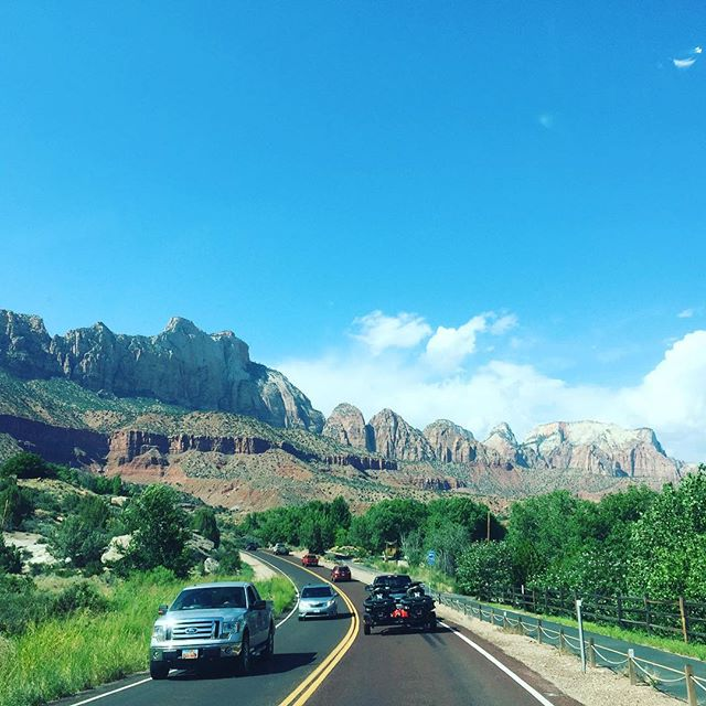 Cruising through #zionsnationalpark this afternoon. 🌄 #OnceInALifetime
