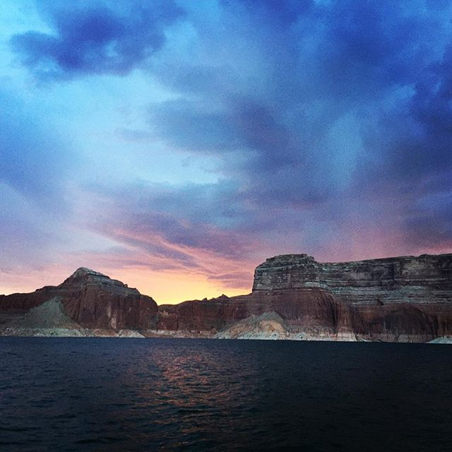 My view last night #LakePowell #HouseBoating #DiamondEuroLeaderTeamTrip ⛴💎🌄👌🏽