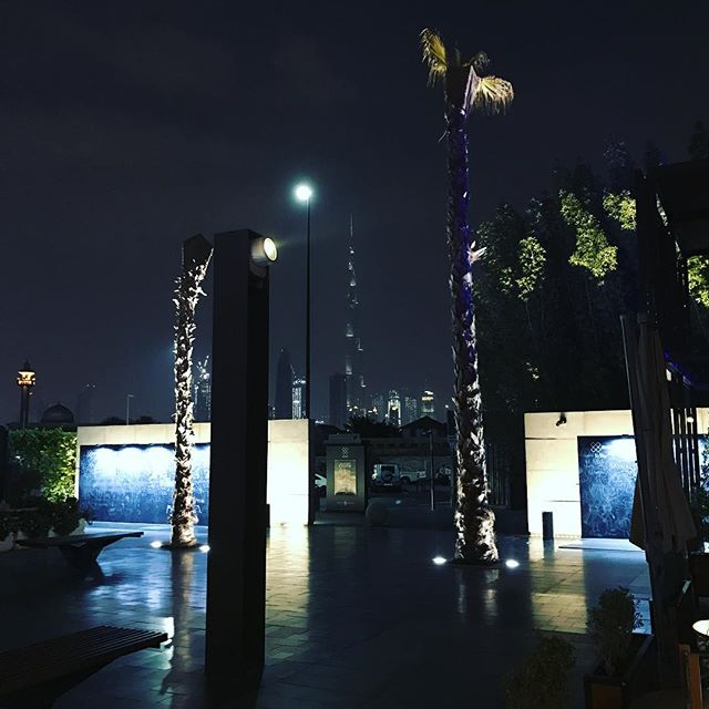 #BurjKhalifa photo bomb 📸💣#OnlyInDubai 🇦🇪
