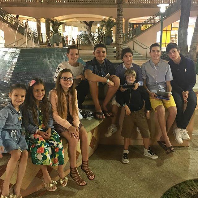 Creating memories with our children every single year in #Maui 🌴‼️ @stefania_lo_gatto @danienfeier @shannonbecerra @toddhartog @angeliquehartog
