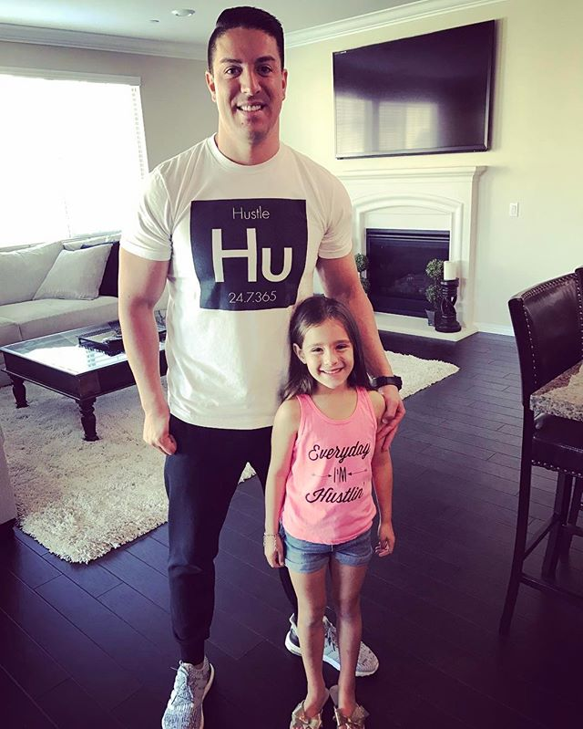 In our house all we know is the #HUSTLE 👨🏻👱🏼♀️👦🏼👧🏼👧🏻👧🏼 💯🏁