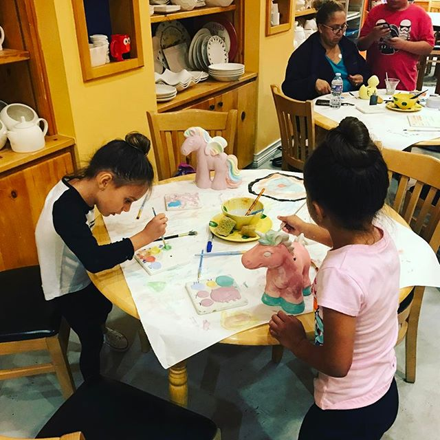 Color Me Mine tonight 👧🏻👧🏼🎨🦄 #PiggyBanks #TeaganAndLondyn