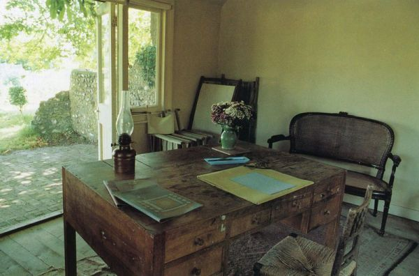 Virginia Woolf's writing space.