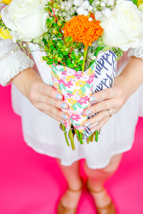 Fresh Flower Bouquet Wrap Printable| Make your own fresh flower wrap and spice up the next bouquet you give.