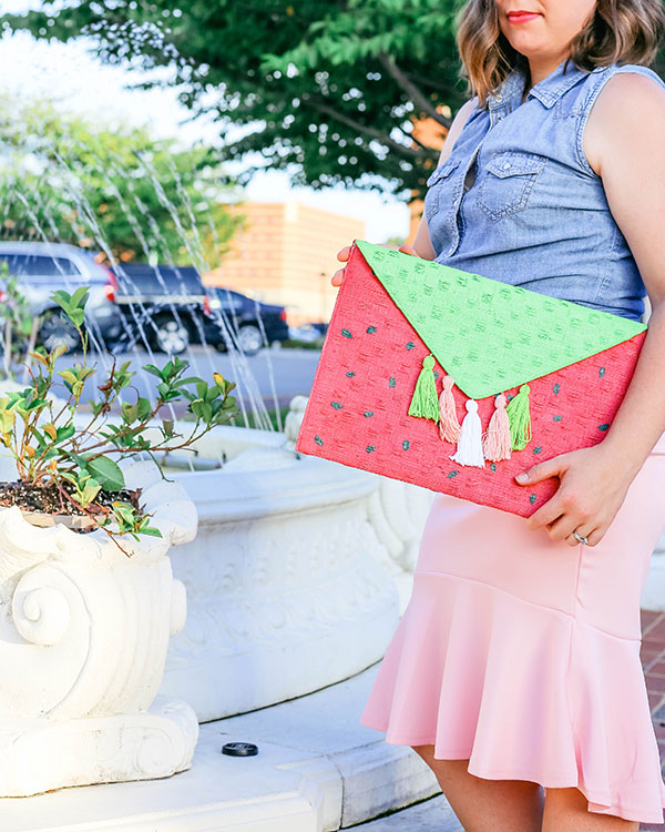 Learn how to make watermelon tassel clutch.