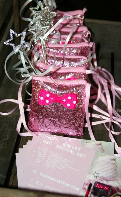 includes: wild cherry lip gloss, blue eye shadow,pink mini nail polish, hair band, pins ,net &mini tiara, ballerina charm pink sequin bag and mini wand!