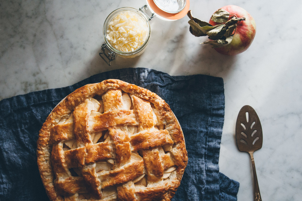 Apple Pie with a Cheddar Cheese Crust | O&O Eats