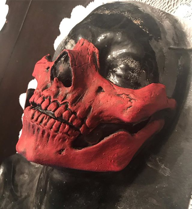Absolutely love the way this skull mask turned out in Red! Definitely took me longer to make being pregnant but still was so fun to paint. #viciousvanityfx #etsyshop