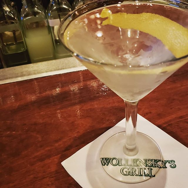 Missed this Martini!! So happy Wollensky Grill is back in business...was really missing my late night ribeyes!  #aboutlastnight #latergram #nightlife #gin #steakhouse #martini #nyc #midtown #yum #barlife