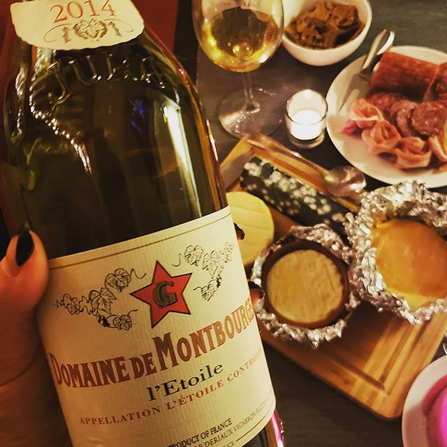 Date night with sis....Oka Classique, Le Cendrillon, Saint Marcellin, La Sauvagine...4 cheeses for 2 gals plus a delicious bottle of Domaine de Montbourgeau is a wonderful night! ❤🧀 #cheese #jura #datenight #healthyeating #yum #lowcarb #sommlife #romantic #jurawine #wine