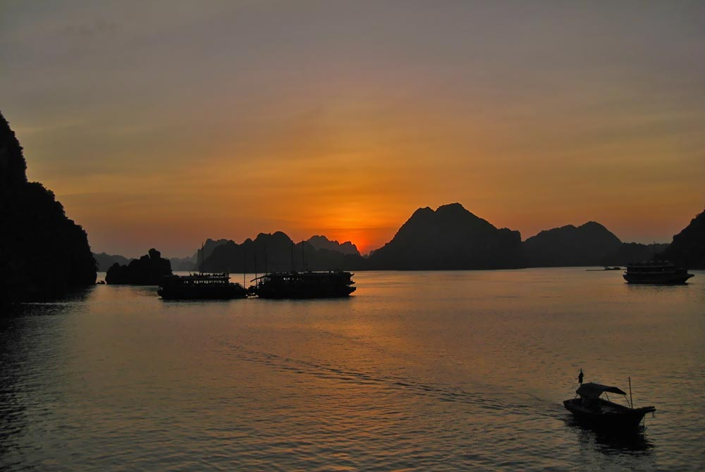 Sunset_Ha_Long_Bay_Halong_Vietnam.jpg