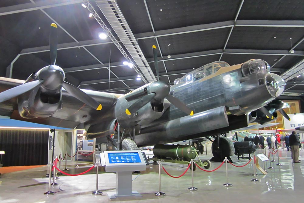 Lancaster_bomber_at_MOTAT_June_2012.jpg