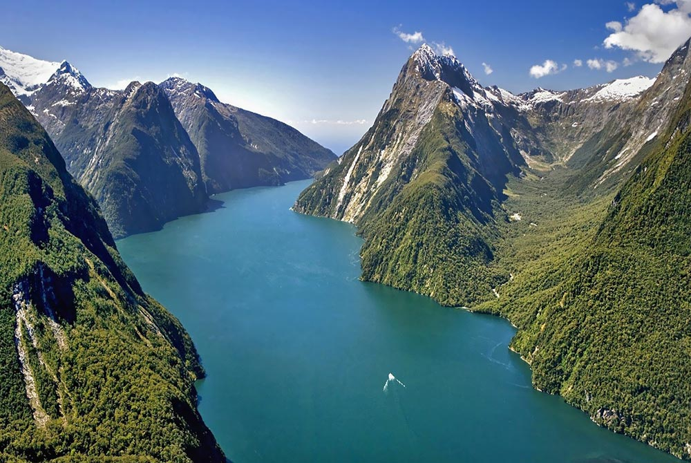 milford-sound-new-zealand-8448.jpg