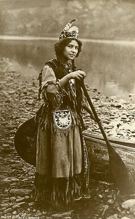 woman-canoe-vintage.jpg