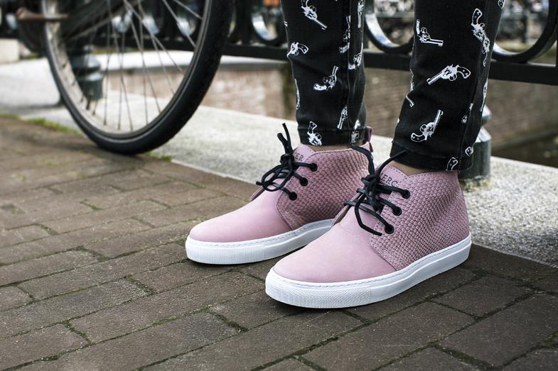 lizzy-vanderligt-pink-sneakers.jpg