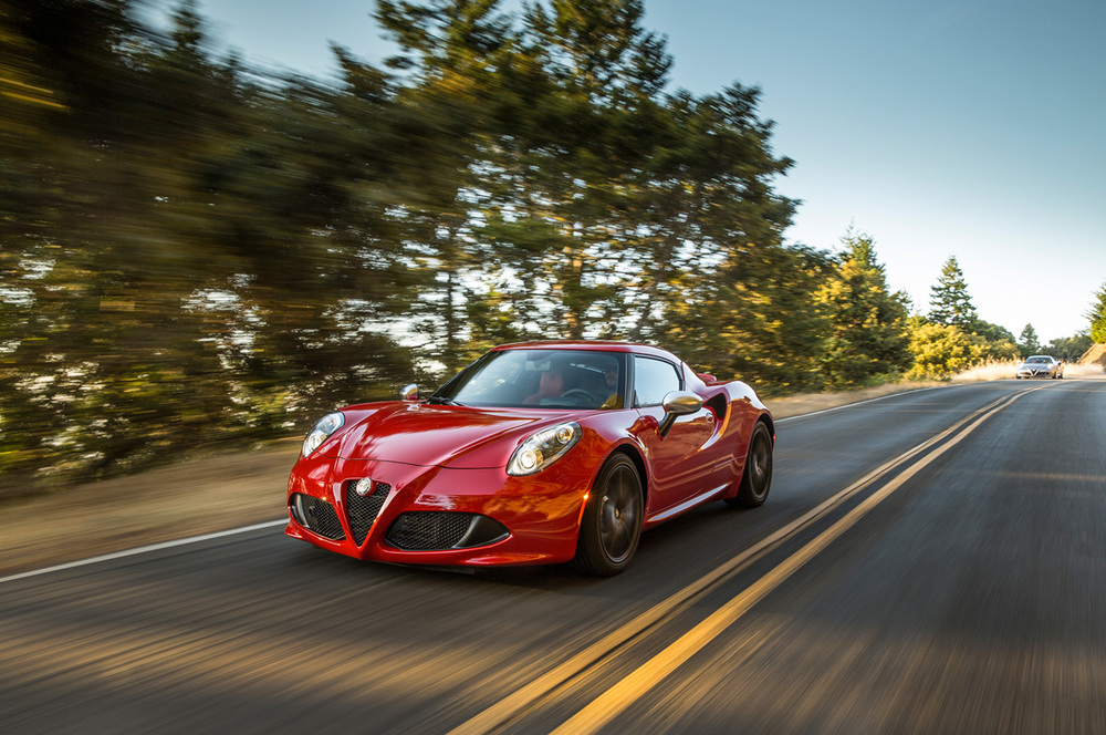 2015-alfa-romeo-4c-front-three-quarter-in-motion-04.jpg