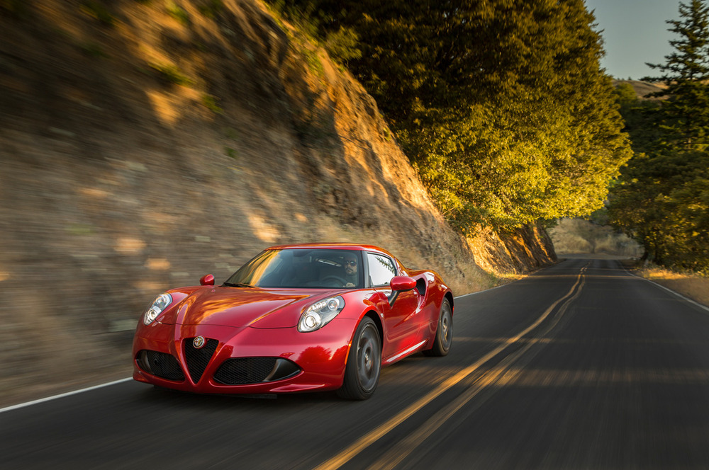 2015-alfa-romeo-4c-front-three-quarter-in-motion-04 (1).jpg