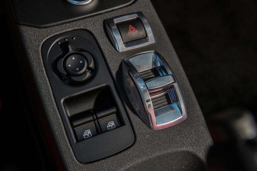 2015-alfa-romeo-4c-interior-details.jpg