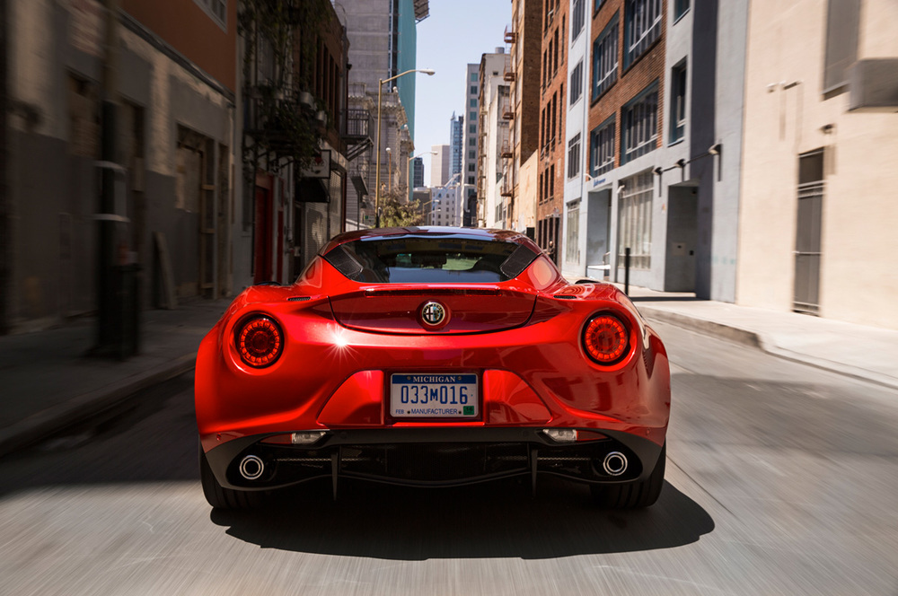 2015-alfa-romeo-4c-rear-end-in-motion-02.jpg