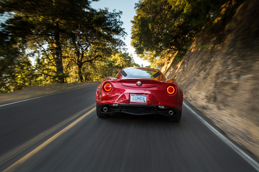 2015-alfa-romeo-4c-rear-end-in-motion-03.jpg