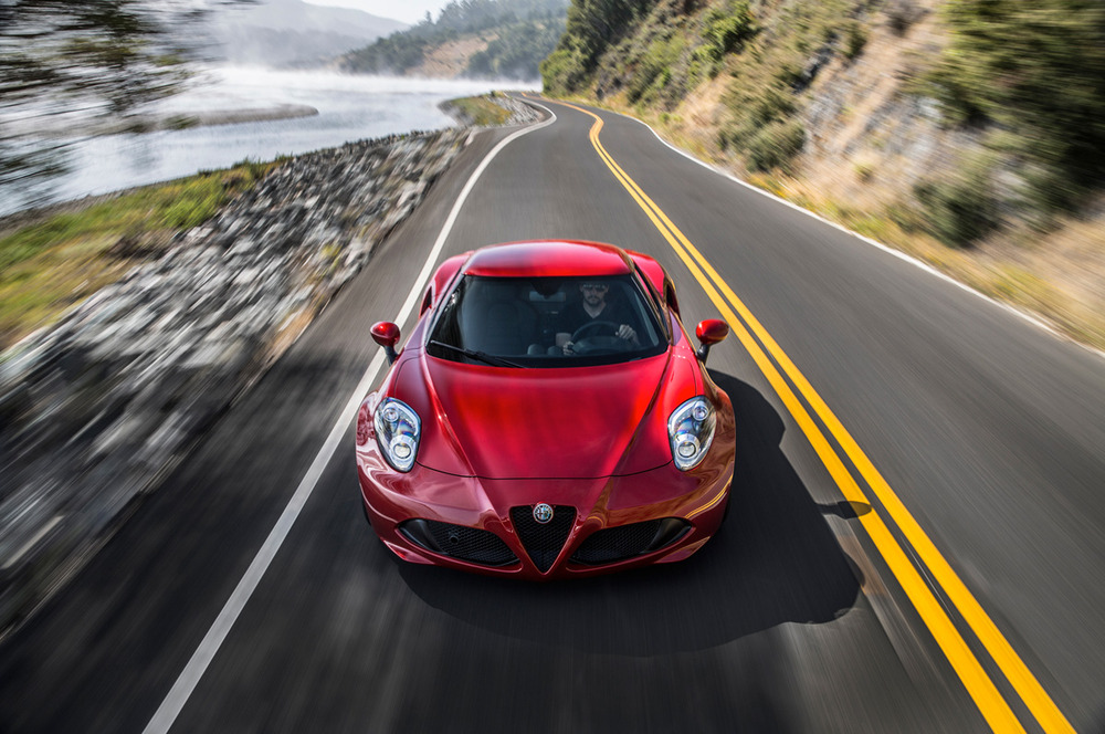 2015-alfa-romeo-4c-top-view-in-motion.jpg