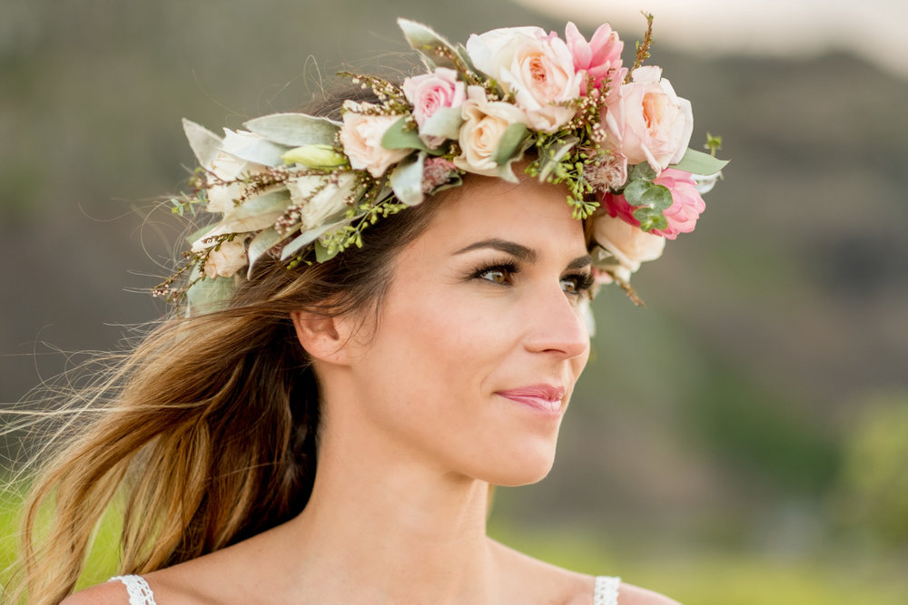 OAHU WEDDING PHOTOGRAPHER.  BRIDAL PORTRAIT WITH PINK AND BLUSH HAKU LEI.