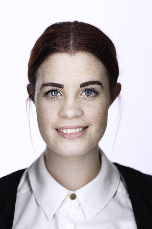 Robyn Headshot 6.jpg