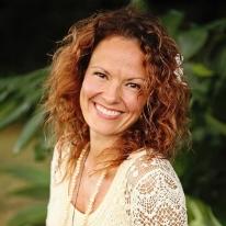 TARA LANGE Yrittäjä, luennoitsija, kirjailija, bloggaaja, parisuhteen puolestapuhuja ja äiti