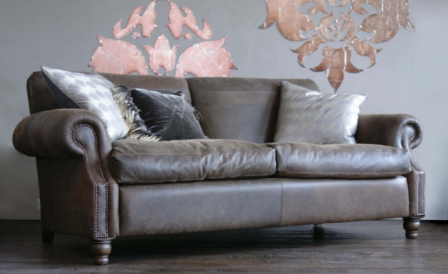 Tolstoy 04 Sofa in leather.jpg