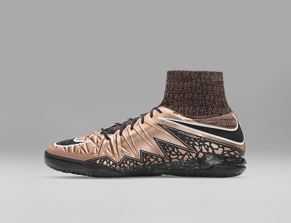 SP16_FB_LIQUID_CHROME_HYPERVENOMX_PROXIMO_IC_747486_903_H_original.jpg