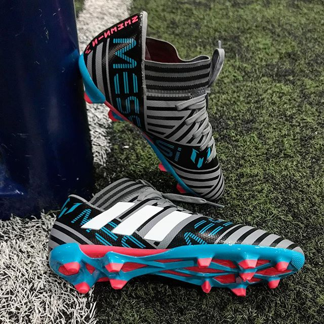 Weave through defenders; Morph into space: Adidas NEMEZIZ Messi 17.3 - Link in bio. ⠀⠀⠀⠀⠀⠀⠀⠀⠀ —⠀ #adidas #adidasfootball #adidassoccer #soccer #soccercleats #indoorsoccer #messi #nemeziz