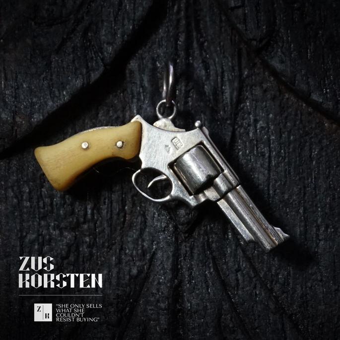 Golden-Gun-07.jpg