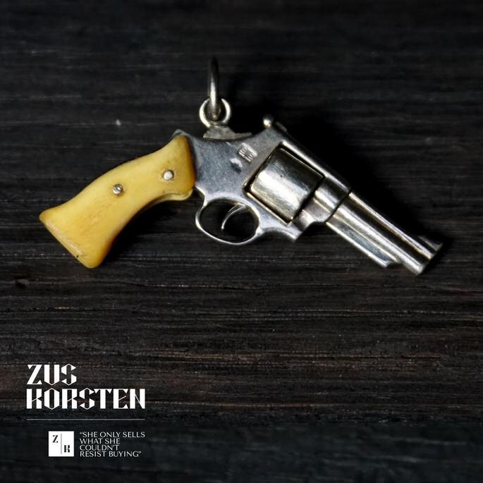 Golden-Gun-03.jpg