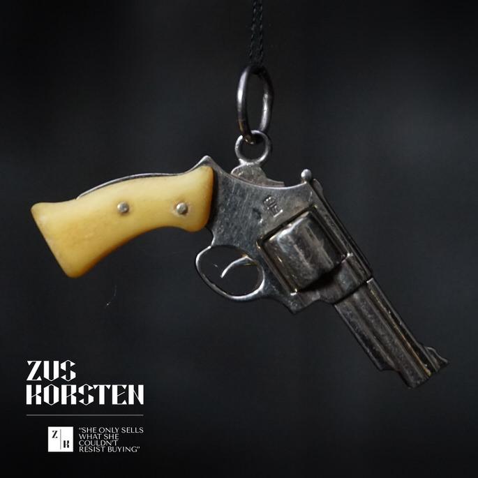 Golden-Gun-04.jpg