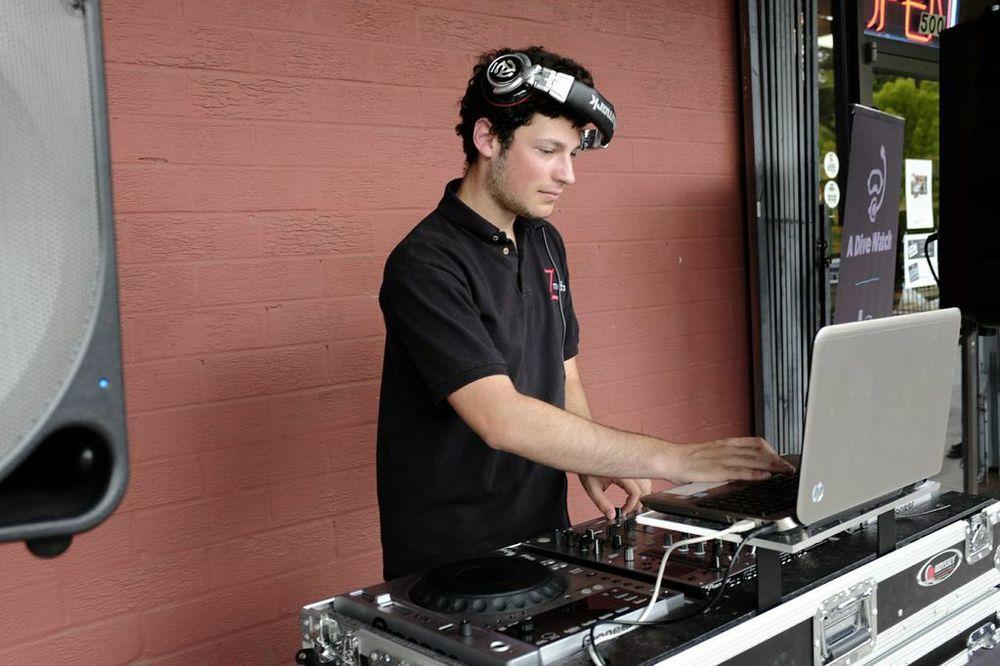 Hey, DJ!