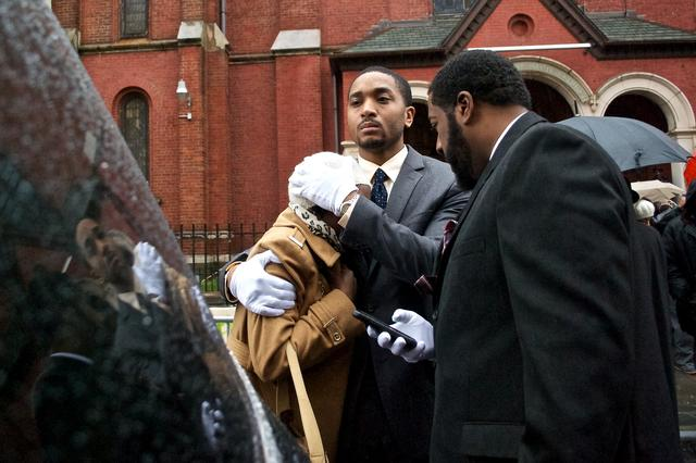 Relatives Mourn Akai Gurley, An Innocent Man Killed By The NYPD  (Photos Only)    Gothamist: 7 Dec 2014